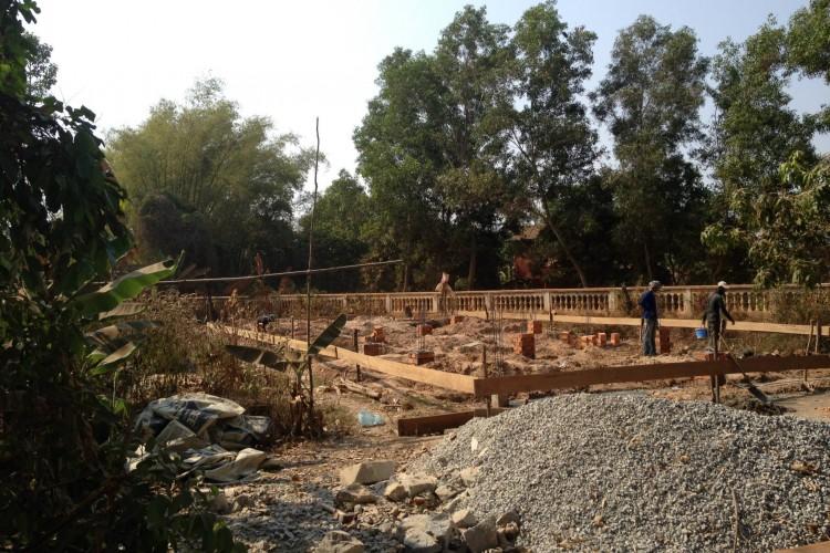 Výstavba školy v Bantayrersey